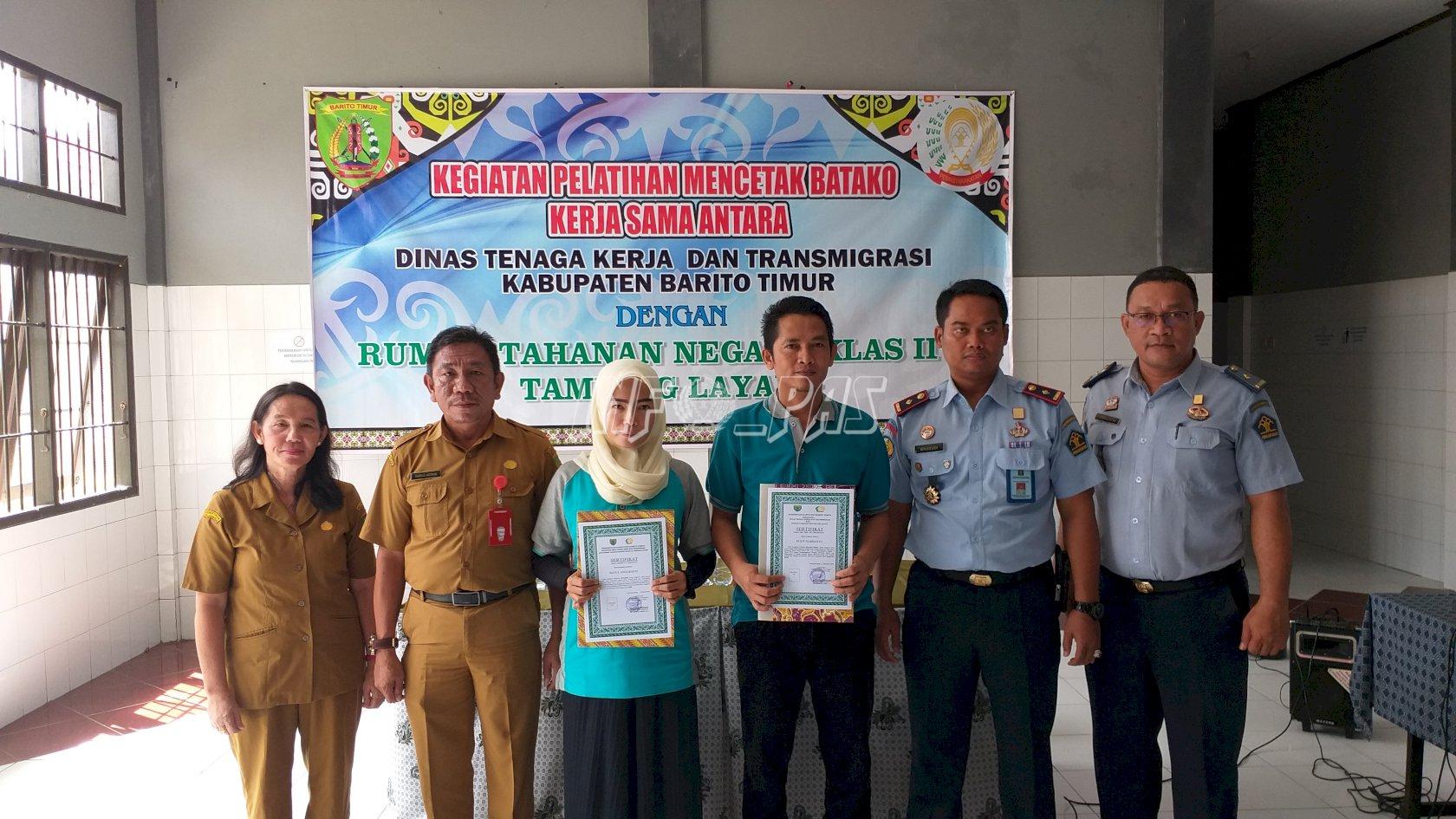 WBP Rutan Tamiang Layang Lulus Pelatihan Membatik & Mencetak Batako