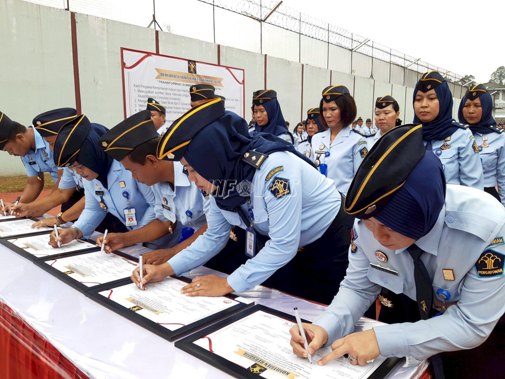 Petugas Bapas Tangerang Ikut Serta Apel Deklarasi Janji Kinerja Tahun 2020