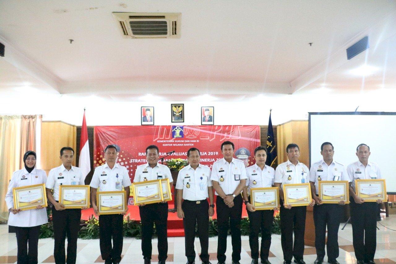 Lapas Cilegon Raih 2 Penghargaan Dari Kanwil Banten