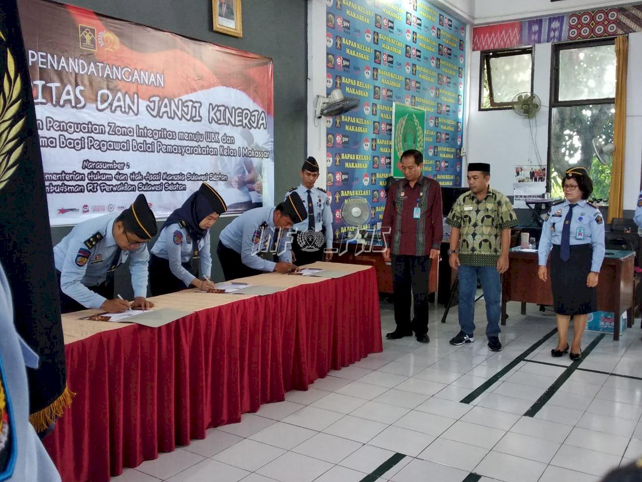 Petugas Bapas Makassar Deklarasikan Pelayanan Berkualitas