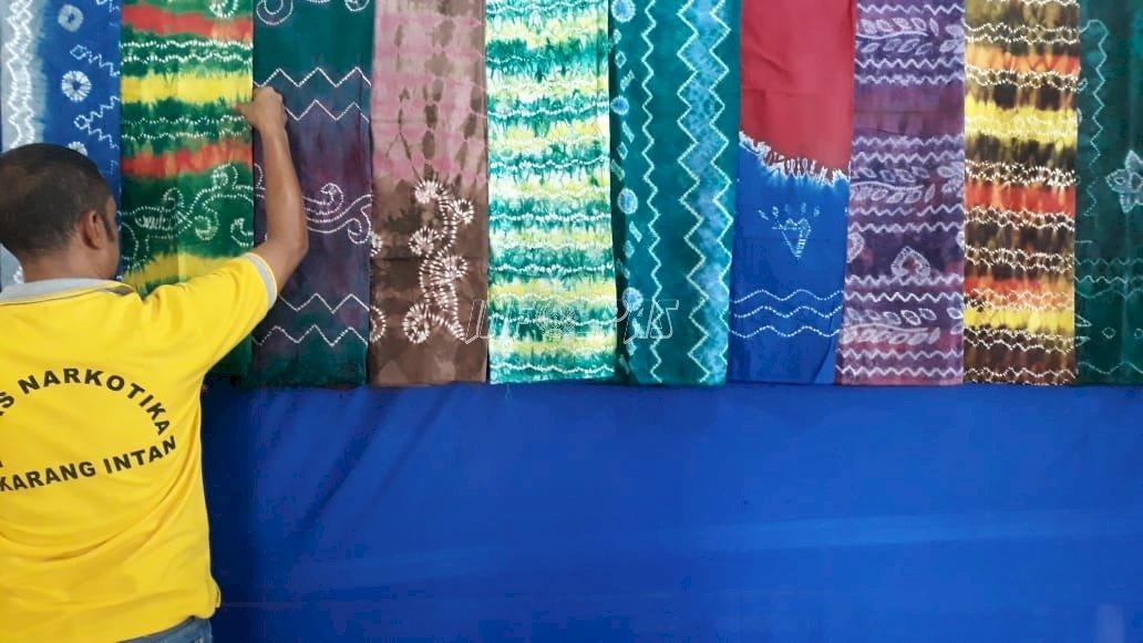 WBP Buat Sasirangan, LPN Karang Intan Lestarikan Budaya Banjar