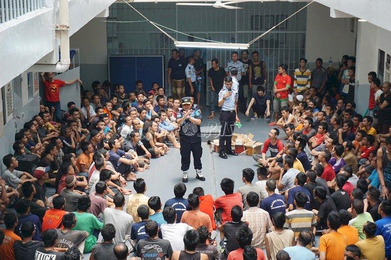 Kalapas Narkotika Jakarta & Duta Layanan Sosialiasikan WBK/WBBM Kepada WBP & Pengunjung
