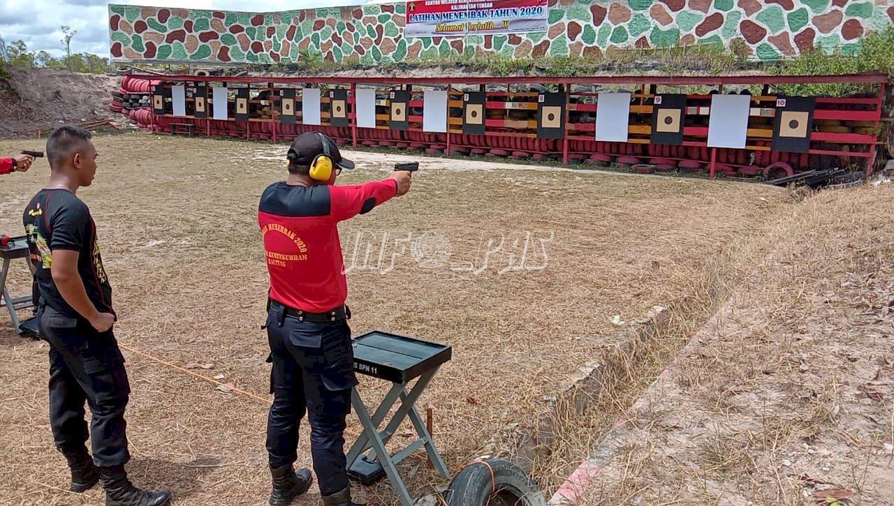 Latihan Menembak Bina  Fisik, Mental, dan Disiplin Jajaran Lapas Sukamara
