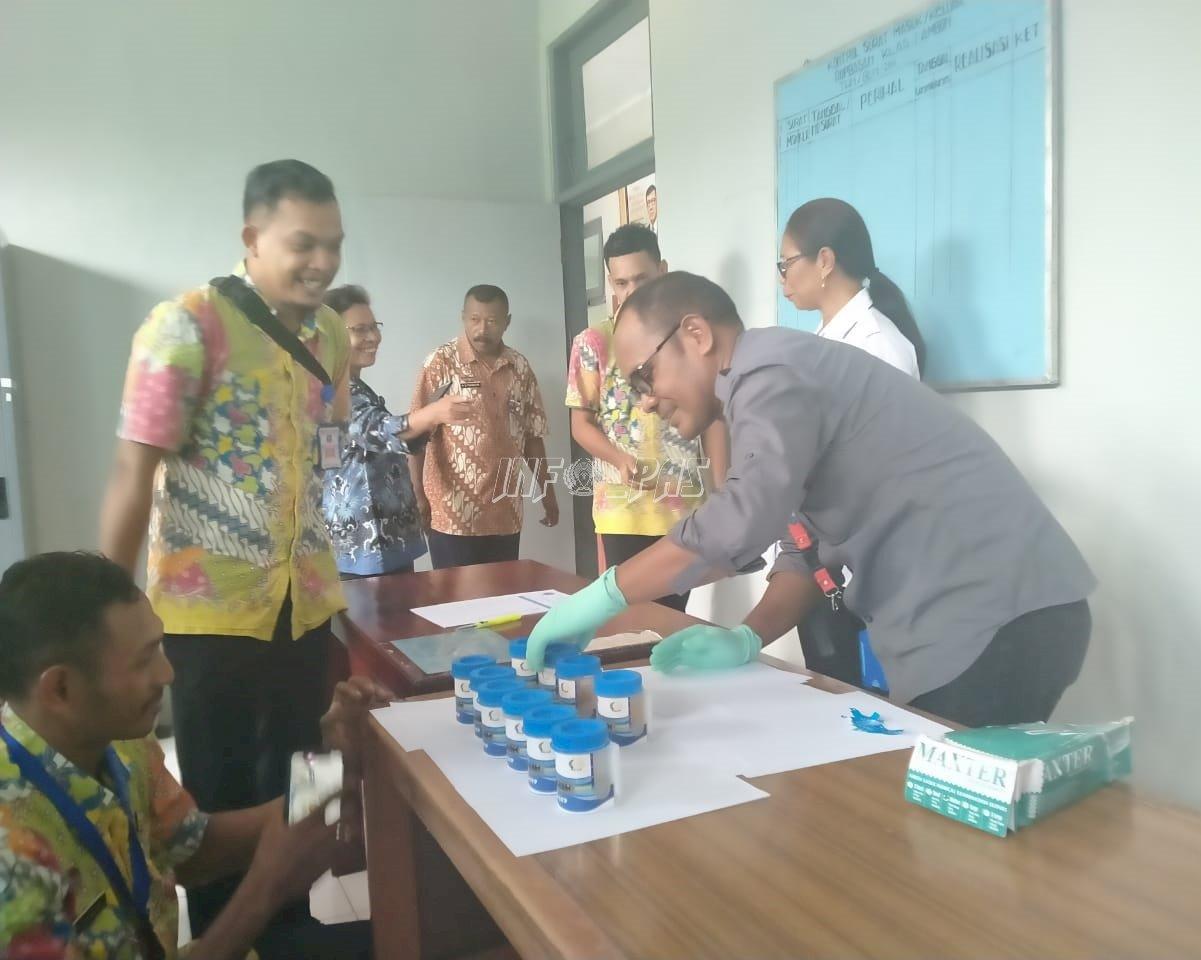 Divisi PAS Maluku Gandeng BNNP Maluku Lakukan Tes Urin Petugas Rupbasan Ambon