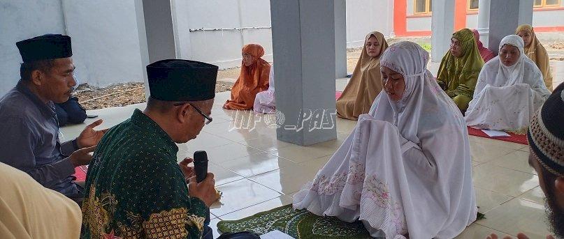 Jumat Berkah, Kadiv PAS Sultra Pandu WBP LPP Kendari Jadi Mualaf
