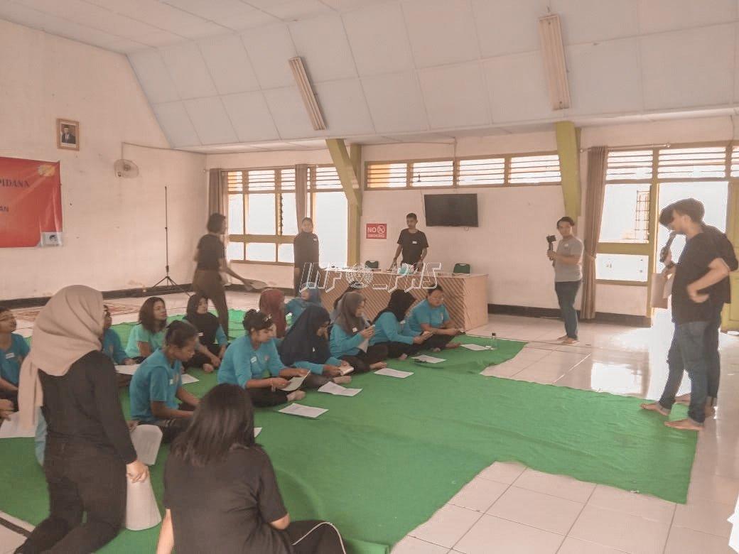 Tambah Kreativitas, WBP Lapas Kelas IIA Tangerang Belajar Buat Dompet Kulit