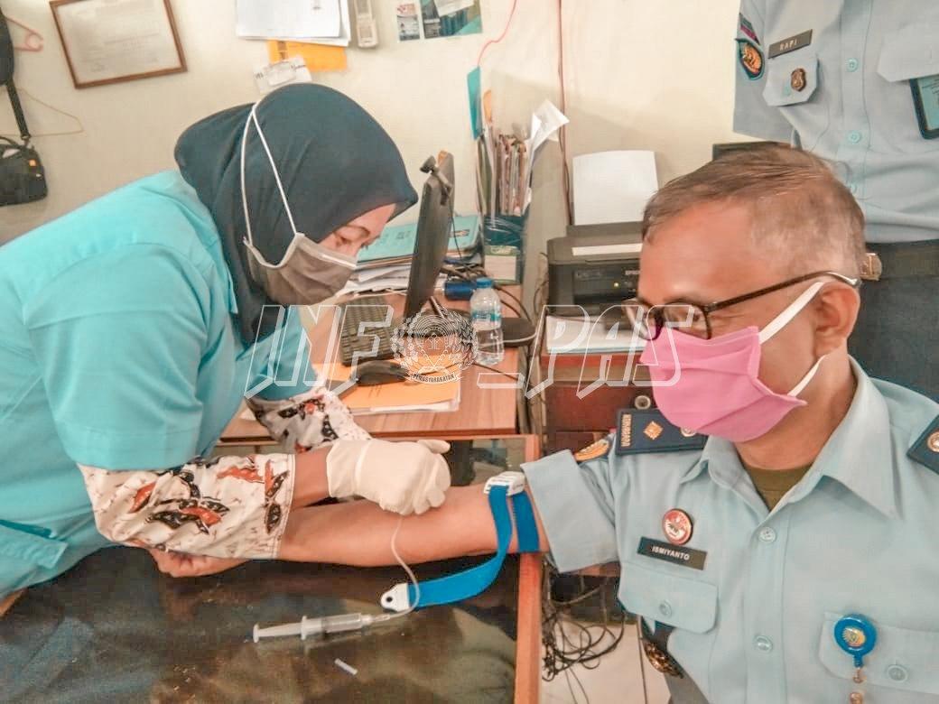 Suntik Vit. C Perkuat Imun Petugas Lapas Kelas IIA Tangerang