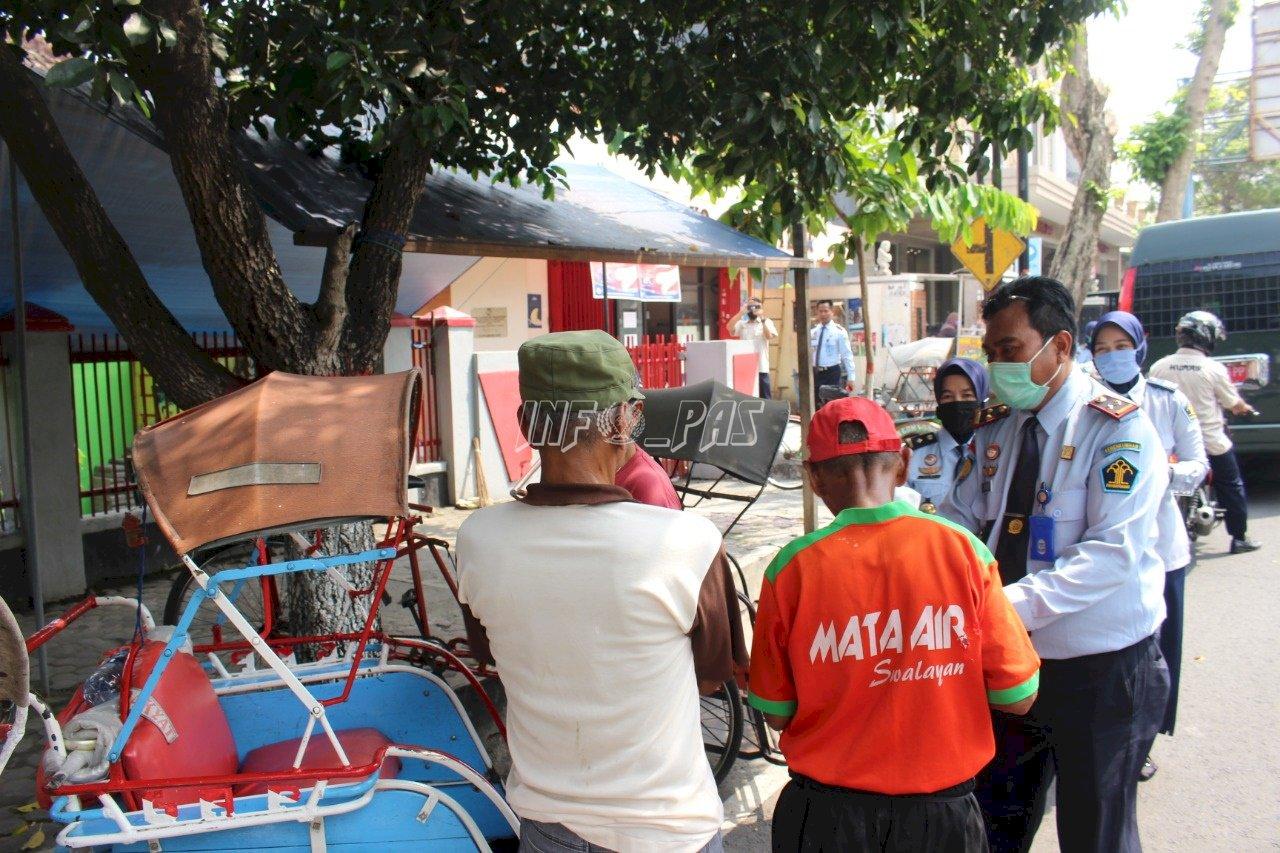 LPKA Blitar Bagikan Sembako & Masker