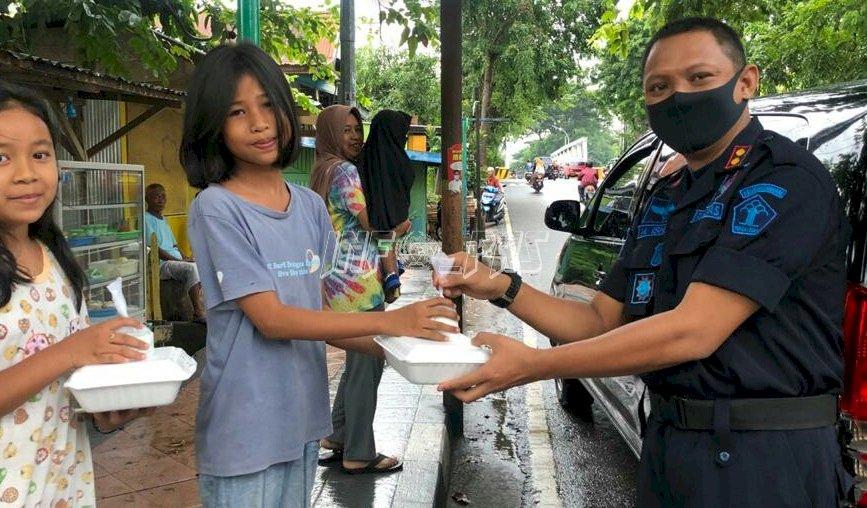 Rutan Bantaeng Berbagi Takjil Untuk Warga Kurang Mampu