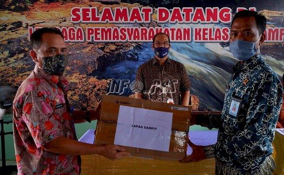 Kakanwil Kalteng Serahkan Bantuan Kesehatan Untuk Lapas Sampit