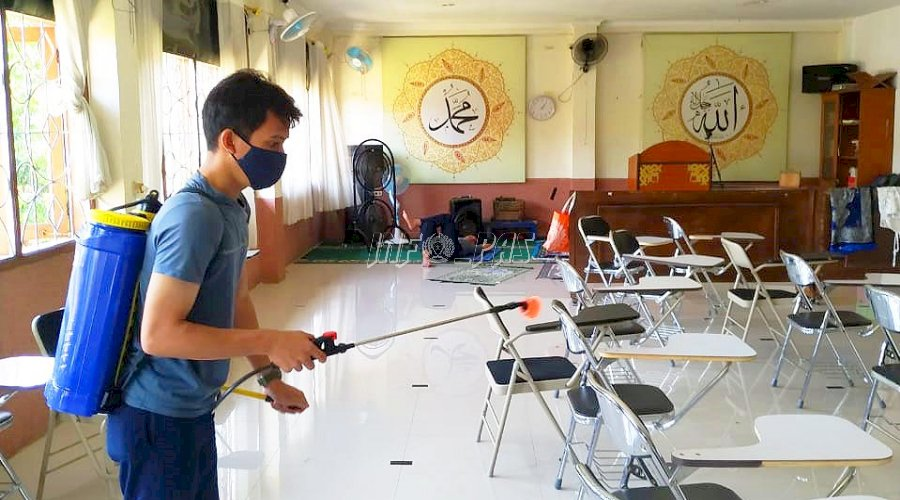 Petugas WFO, LPKA Jakarta Disemprot Disinfektan