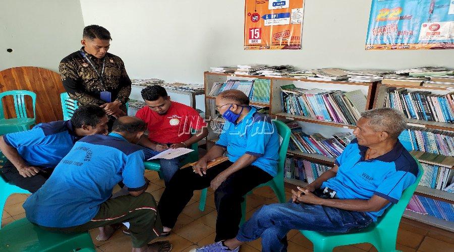 Belajar Bahasa Inggris di Balik Lapas Kupang