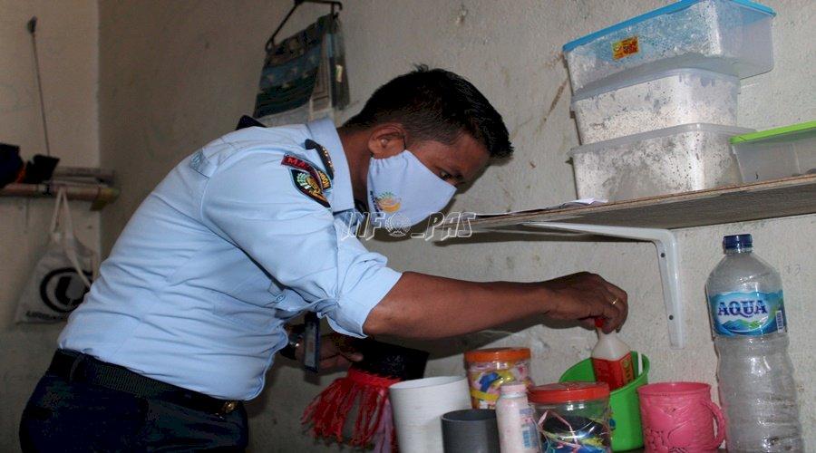 Petugas Rutan Ambon Geledah Kamar Hunian WBP