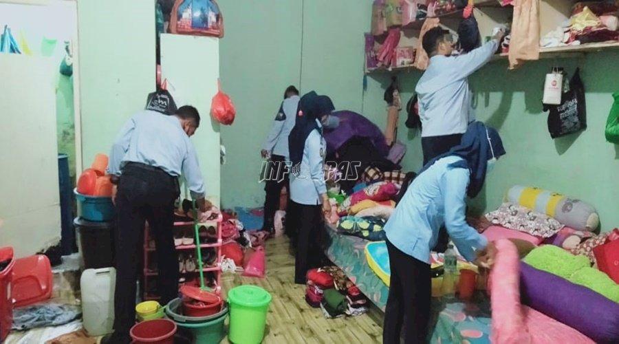 Petugas Lapas Sampit Razia Blok Hunian Perempuan