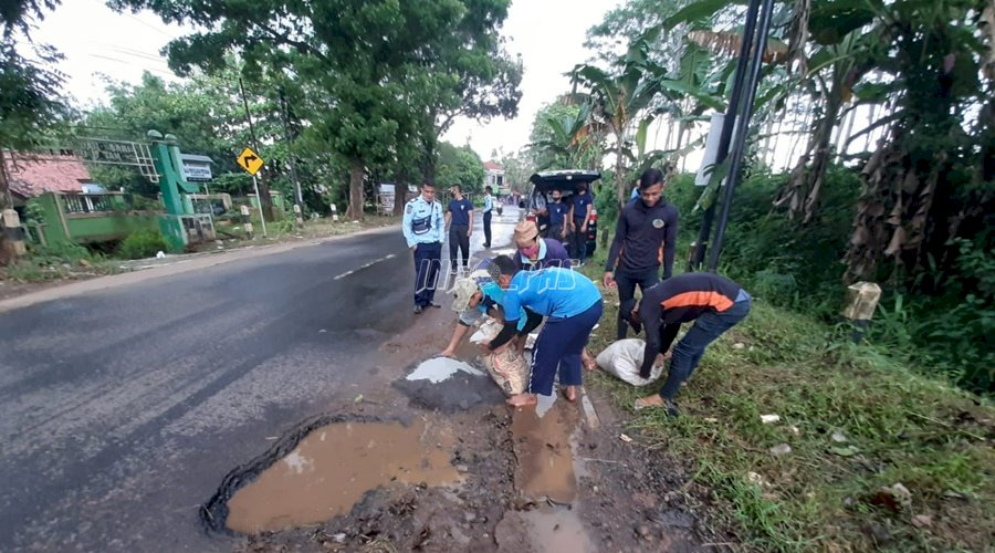 Rutan Batang Peduli, Tambal Jalan Berlubang