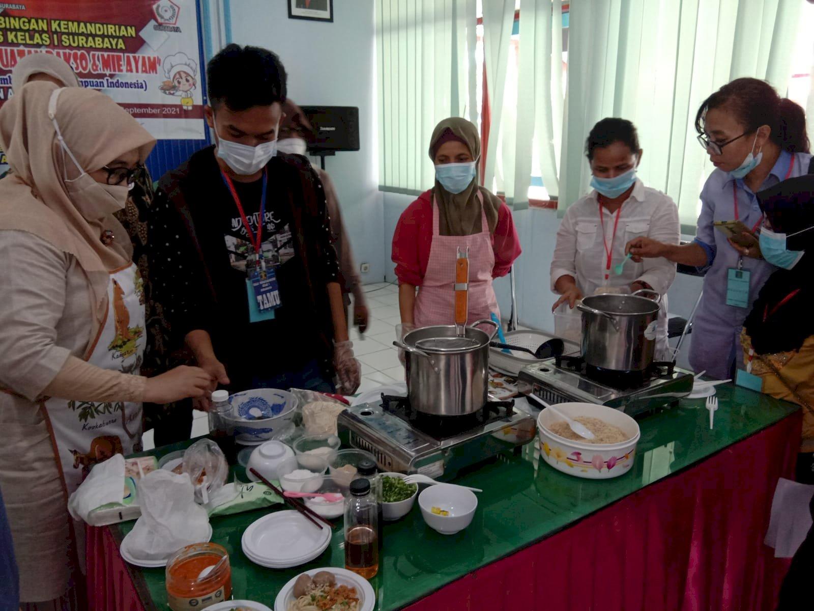 Bapas Surabaya Siapkan Klien Mandiri dengan Pelatihan Pembuatan Mie Ayam dan Bakso